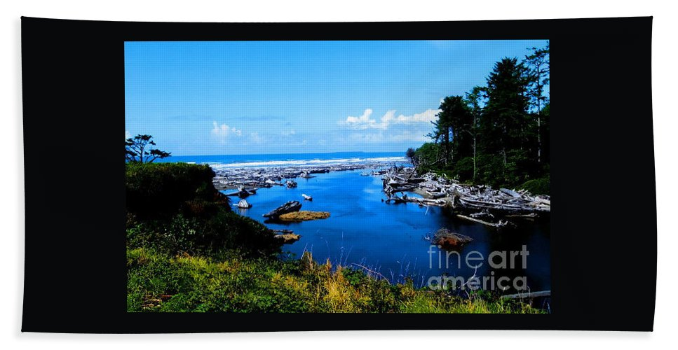 Pacific Seascape Beach Towel featuring the photograph Pacific Escape by Tap On Photo