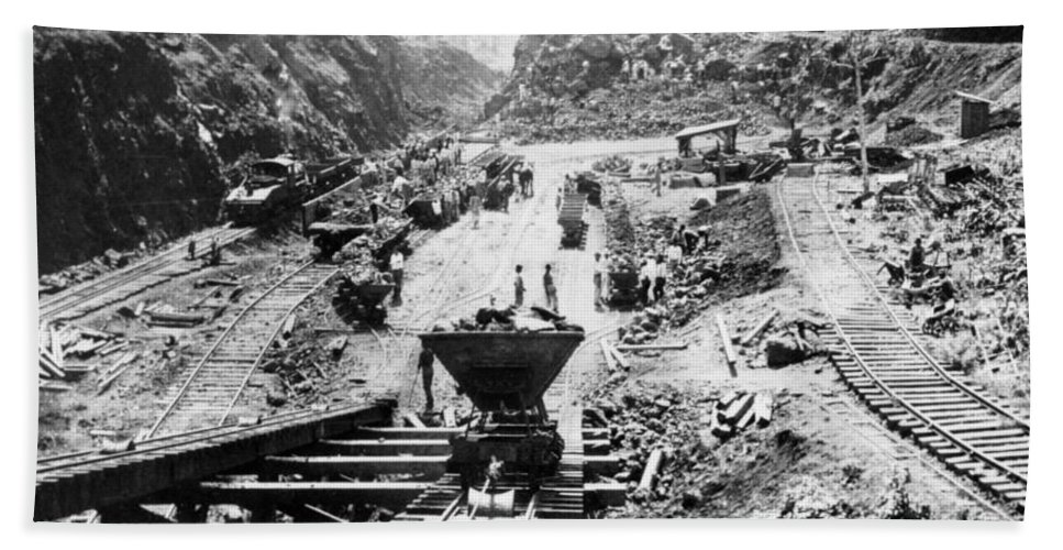 panama Canal Beach Towel featuring the photograph Panama Canal - Construction At The Culebra Cut - C 1910 by International Images