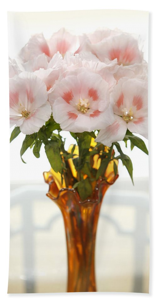 Gladiola Beach Towel featuring the photograph Peachy Gladiolas by Marilyn Hunt