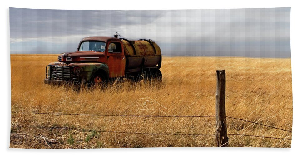 Landscape Beach Towel featuring the photograph Prarie Truck by Peter Tellone