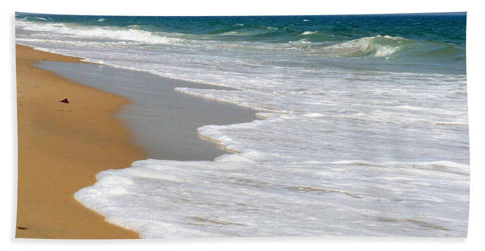 Seascape Beach Towel featuring the photograph Rising Tide by Neal Eslinger