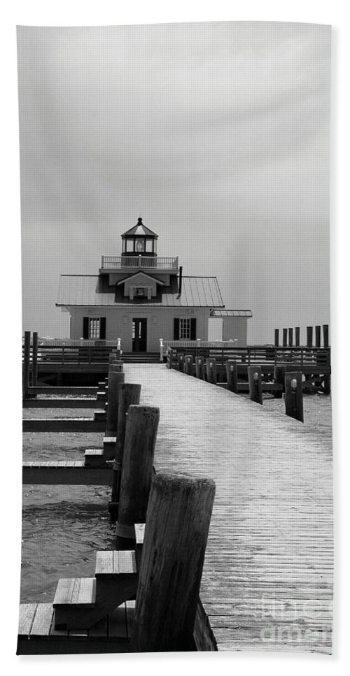 Roanoke Light Beach Towel featuring the photograph Roanoke Light B W by Christiane Schulze Art And Photography