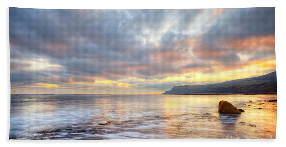 Robin Beach Towel featuring the photograph Robin Hood's Bay by Martin Williams