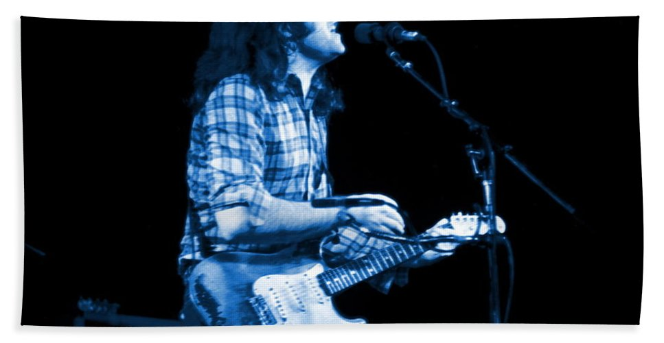 Rock Musicians Beach Towel featuring the photograph Rory With Special Blues Guests by Ben Upham