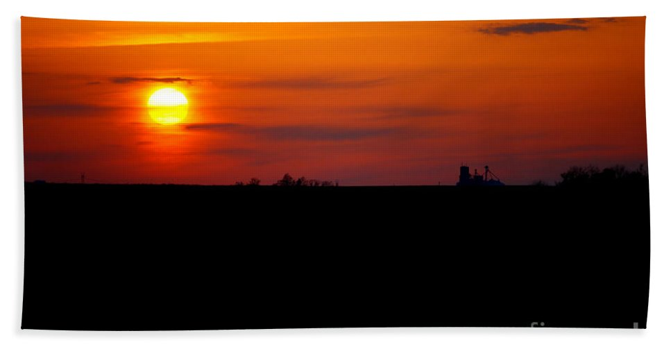 Sunset Beach Towel featuring the photograph Rural Illinois Sunset by Alan Look