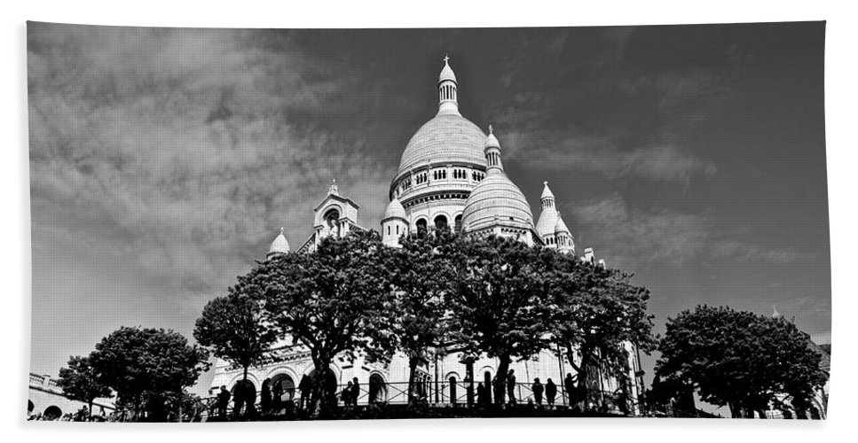 Sacre Coure Beach Towel featuring the photograph Sacre Coeur by Eric Tressler