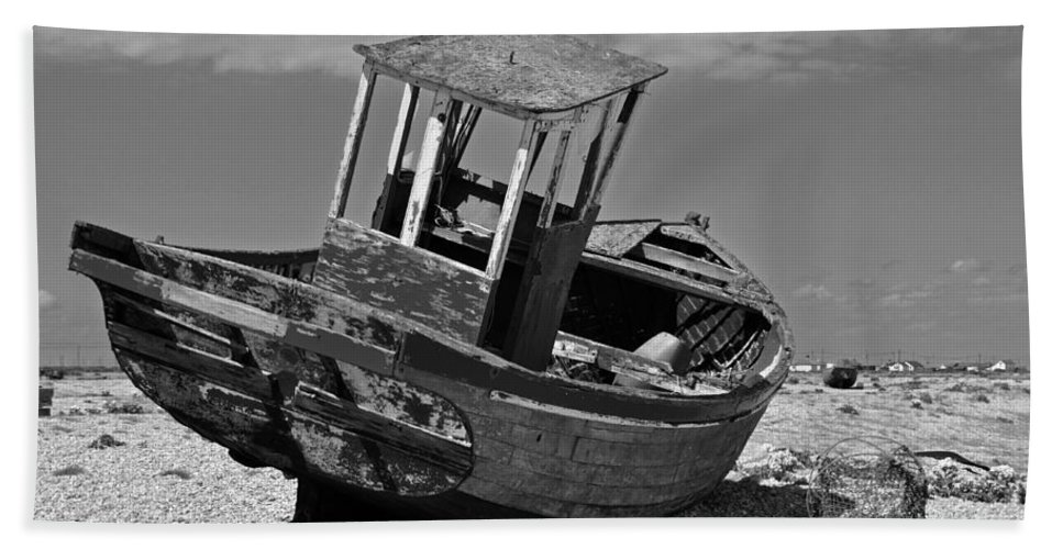 Boat Beach Towel featuring the photograph Shingle Sailor by Bel Menpes
