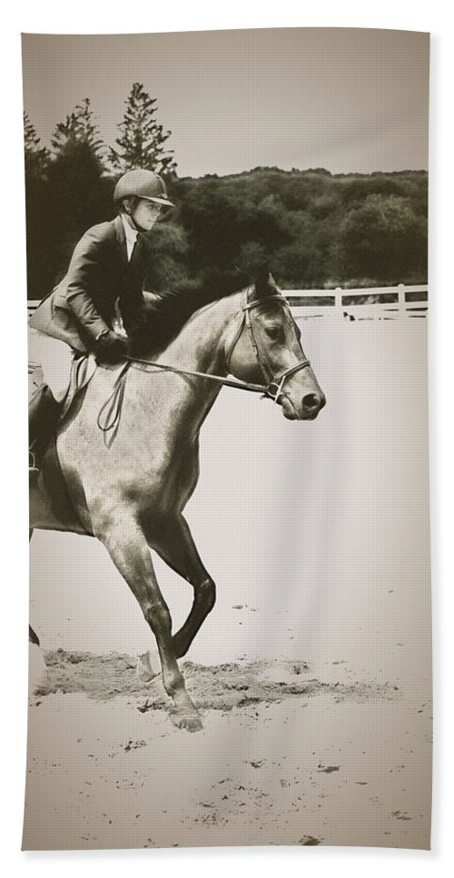 Horse Beach Towel featuring the photograph Showing by Karol Livote