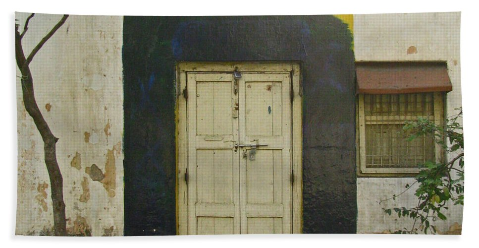 Beach Towel featuring the photograph Somebody's Door by David Pantuso