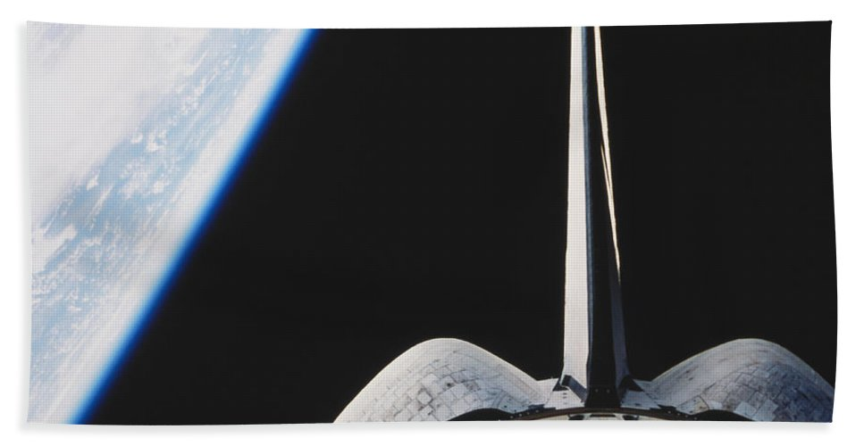 Space Travel Beach Towel featuring the photograph Space Shuttle Endeavour by Science Source