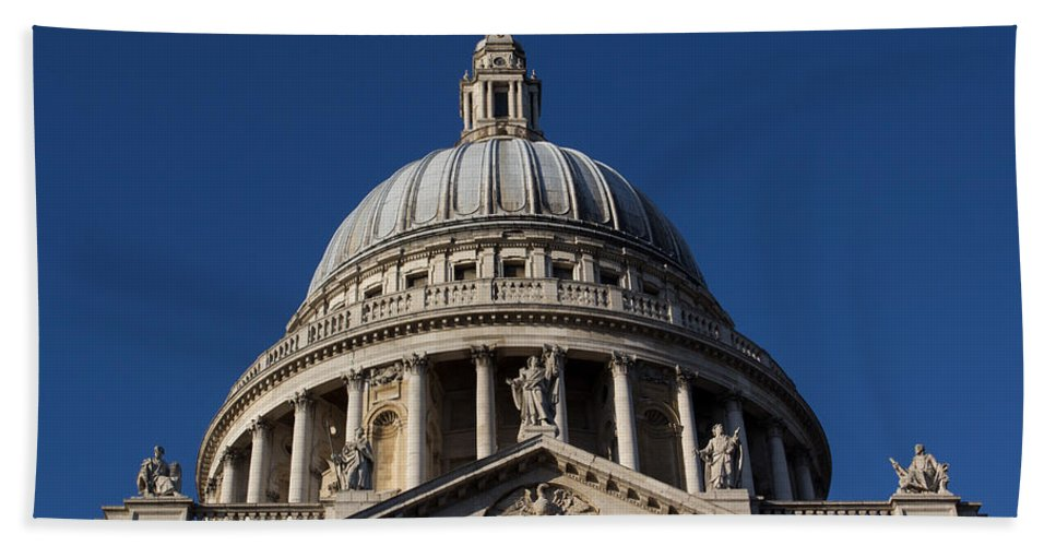 St Pauls Cathedral Beach Towel featuring the photograph St Pauls Cathedral London by David Pyatt