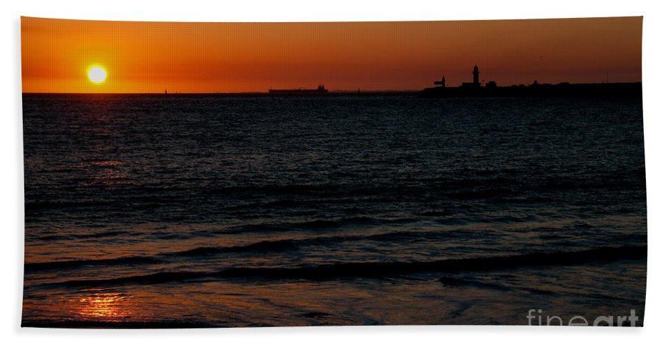 Sunset Beach Towel featuring the photograph Sunset At Freemantle by Rob Hawkins