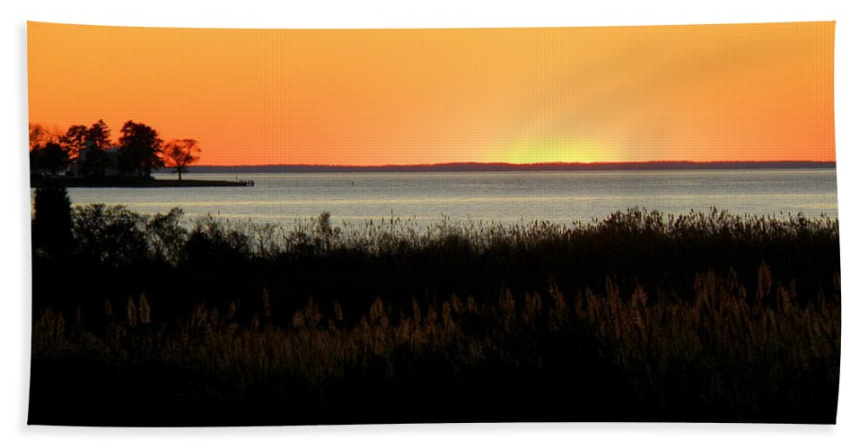Sunset Beach Towel featuring the photograph Sunset On The Chesapeake by Lainie Wrightson