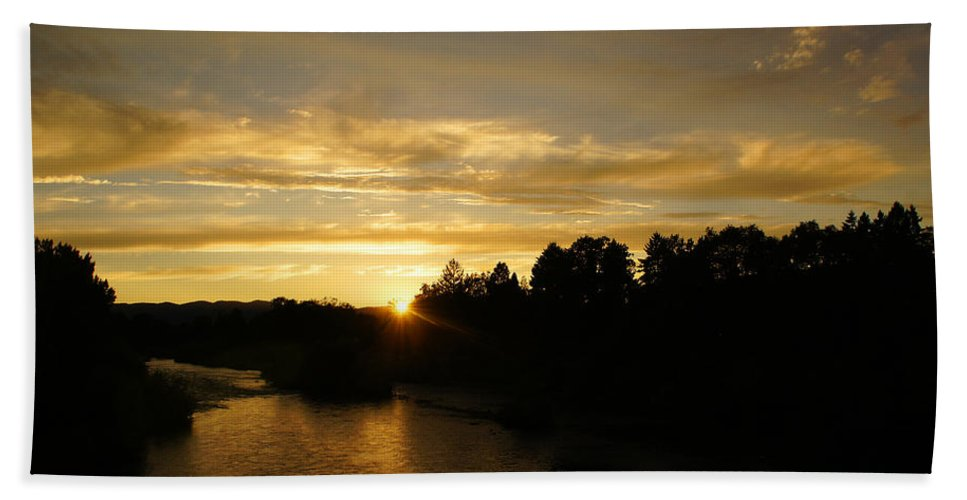 Rogue River Beach Towel featuring the photograph Sunset On The Rogue River by Mick Anderson