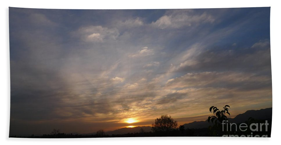 Sunset Over The San Fernando Valley In California Beach Towel featuring the photograph Sunset Over The San Fernando Valley by Nina Prommer