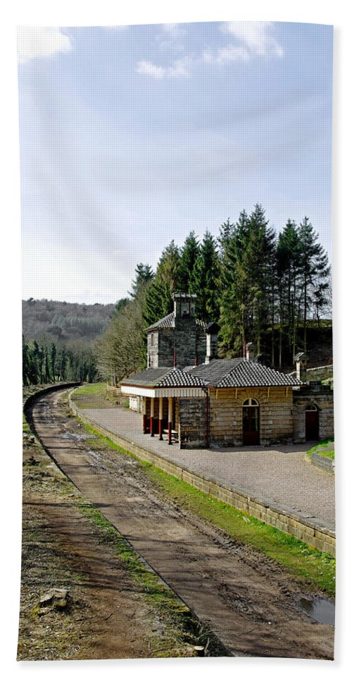 Alton Beach Towel featuring the photograph The Disused Alton Towers Railway Station by Rod Johnson