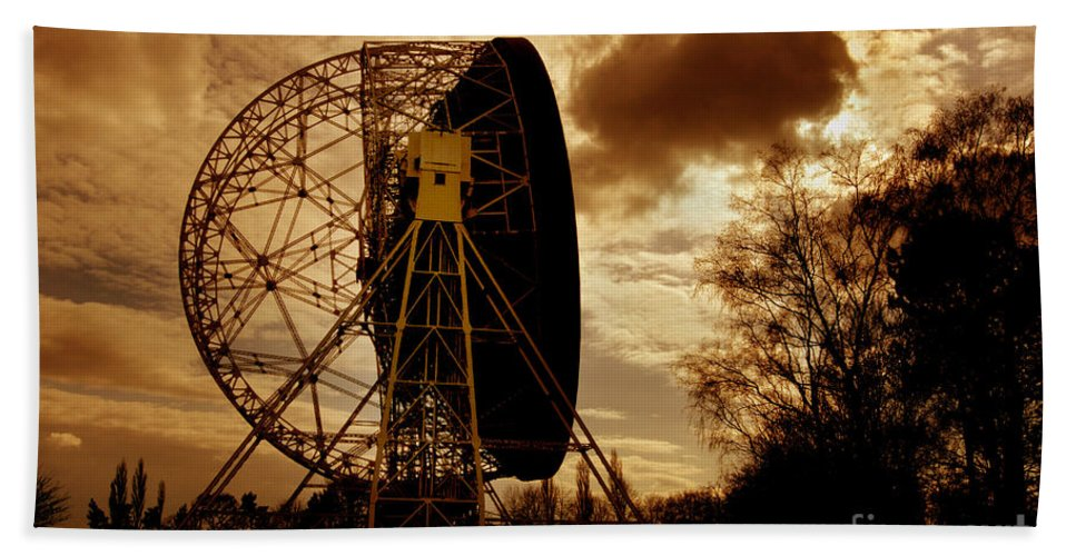 Transmitter Beach Towel featuring the photograph The Lovell Telescope At Jodrell Bank by Mark Stevenson