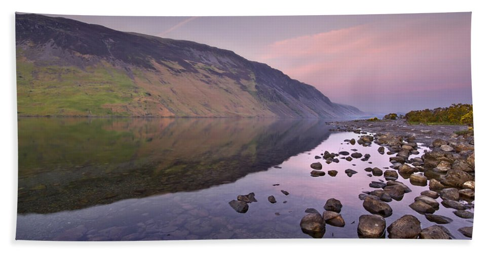 Wasdale Beach Towel featuring the photograph The Serenity Of Twilight by Evelina Kremsdorf