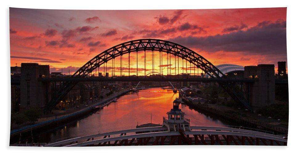 River Tyne Beach Towel featuring the photograph Tyne Bridges At Sunrise IIi by David Pringle