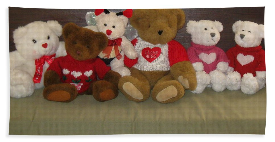 Valentine Teddy Bears Beach Towel featuring the photograph Valentine Teddy Bears In A Row by Nancy Patterson