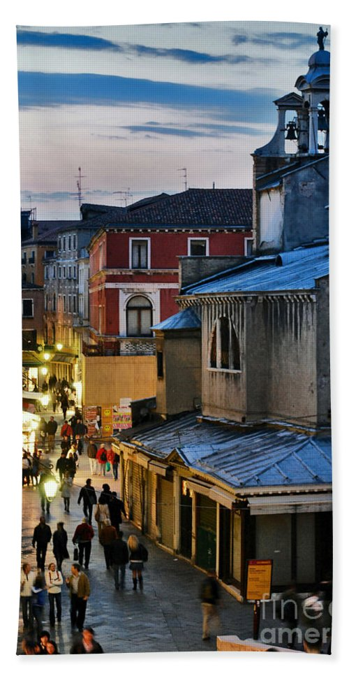 Arquitetura Beach Towel featuring the photograph Venice From Ponte Di Rialto by Carlos Alkmin