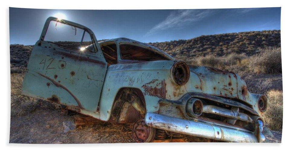 Old Cars Beach Towel featuring the photograph Welcome To Death Valley by Bob Christopher