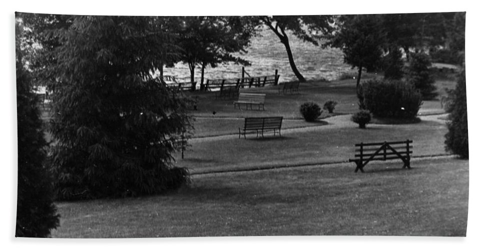Ny Beach Towel featuring the photograph White Roe Lake Hotel - Livingston Manor Ny - Lawn To Lake by Ericamaxine Price