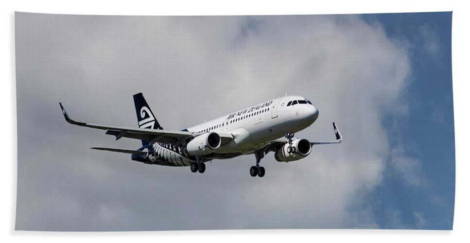 Air New Zealand Beach Towel featuring the photograph Air New Zealand Airbus A320 by Smart Aviation