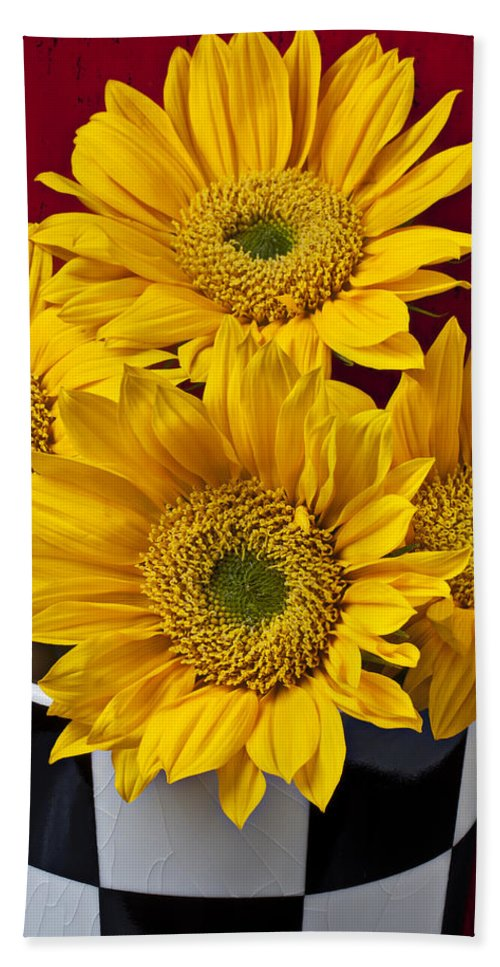 Sunflower Beach Towel featuring the photograph Bunch Of Sunflowers by Garry Gay
