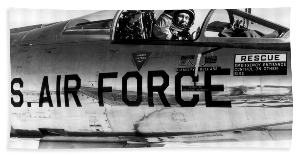 Science Beach Towel featuring the photograph Chuck Yeager, Usaf Officer And Test by Science Source