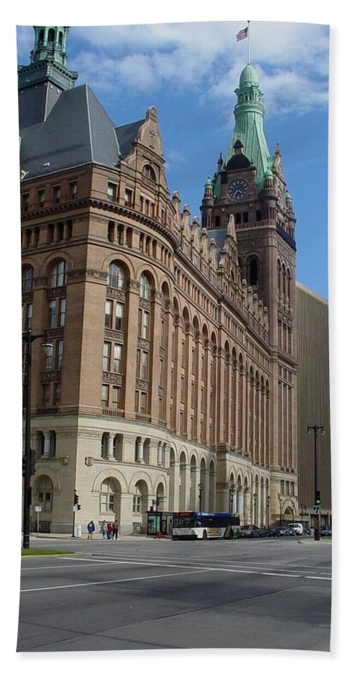 Milwaukee Beach Towel featuring the photograph City Hall And Lamp Post by Anita Burgermeister