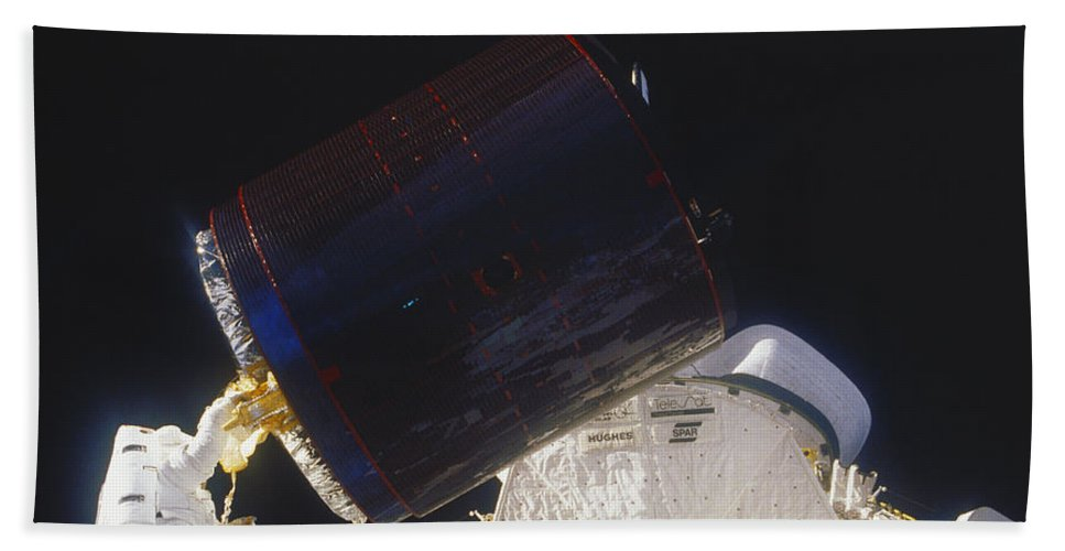 Space Travel Beach Towel featuring the photograph Discovery Spacewalk by Science Source