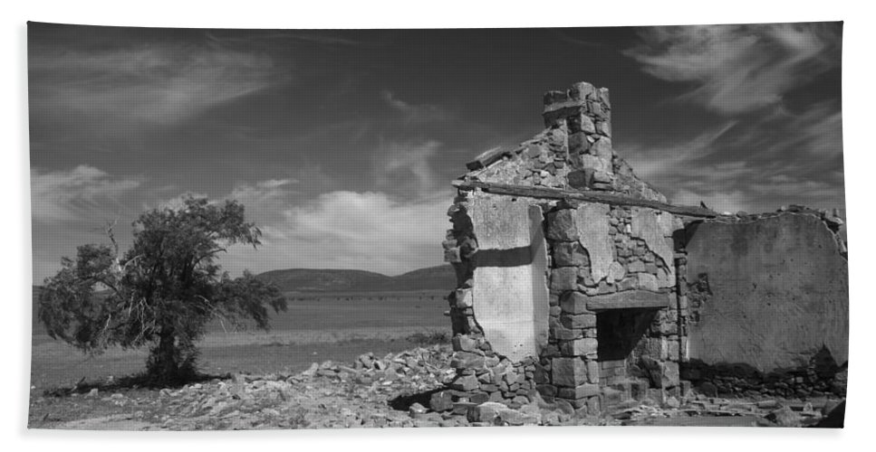Cottage Beach Sheet featuring the photograph Farmhouse Cottage Ruin Flinders Ranges South Australia by Ralph A Ledergerber-Photography
