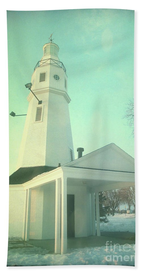 Lighthouse Beach Towel featuring the photograph Kimberly Pointe Lighthouse by Joel Witmeyer