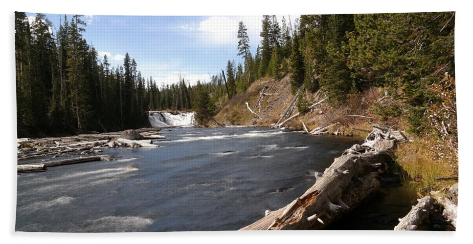 Waterfalls Beach Towel featuring the photograph Lewis Falls by Jeff Swan