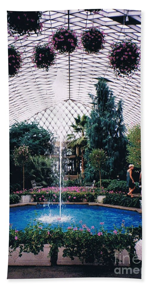 Longview Gardens Beach Towel featuring the photograph Longview Gardens by Tommy Anderson