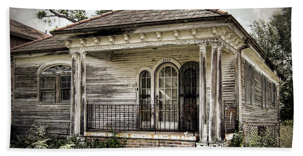New Orleans Beach Towel featuring the photograph New Orleans House No. 7 by Tammy Wetzel