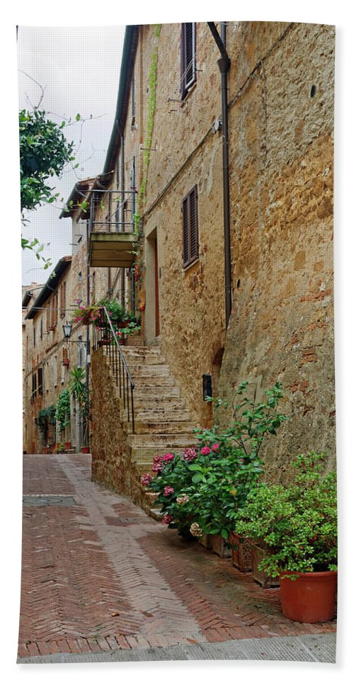 Narrow Pedestrian Street Beach Towel featuring the photograph Pienza Street by Sally Weigand