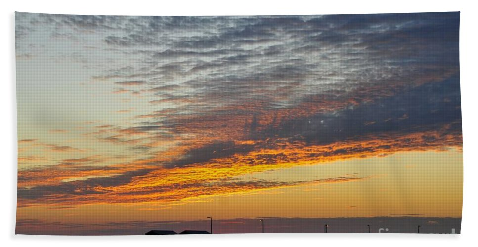 Fishing Pier Beach Towel featuring the photograph Pier Sunset by David Lee Thompson