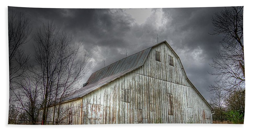 Old Barn Beach Towel featuring the photograph The Old Barn by Karen McKenzie McAdoo