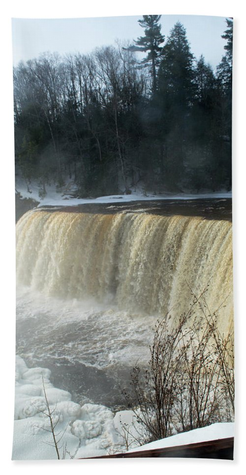 Tahquamenon Falls Beach Towel featuring the photograph Winter's Day by Linda Kerkau