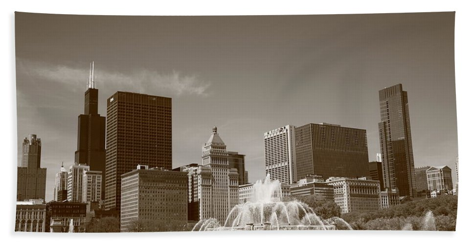 America Beach Towel featuring the photograph Chicago Skyline And Buckingham Fountain by Frank Romeo