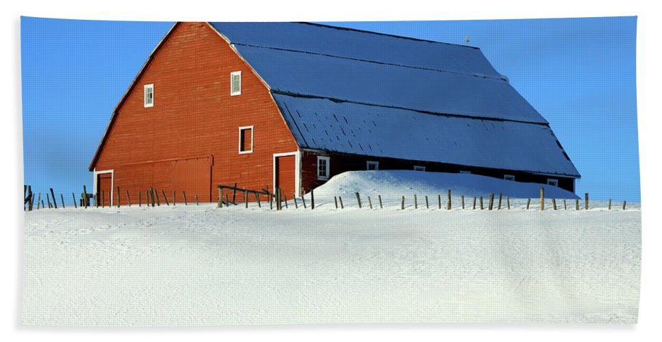 Red Barn Beach Towel featuring the photograph 1912 Finnish Barn Valley County by Ed Riche