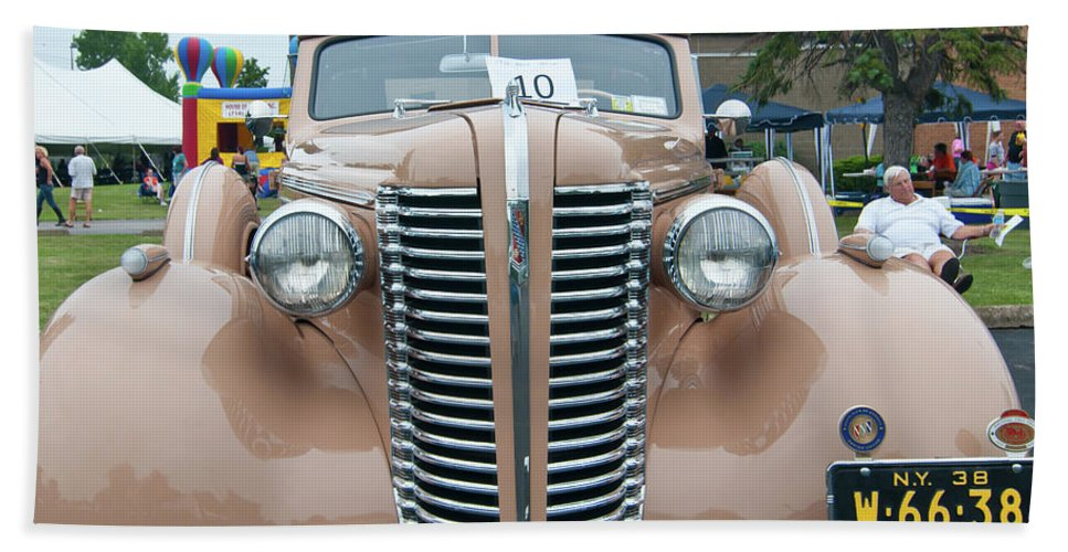 Antique Car Beach Towel featuring the photograph 1938 Buick 2087 by Guy Whiteley