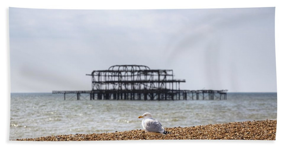 West Pier Beach Towel featuring the photograph Brighton 2 by Joana Kruse