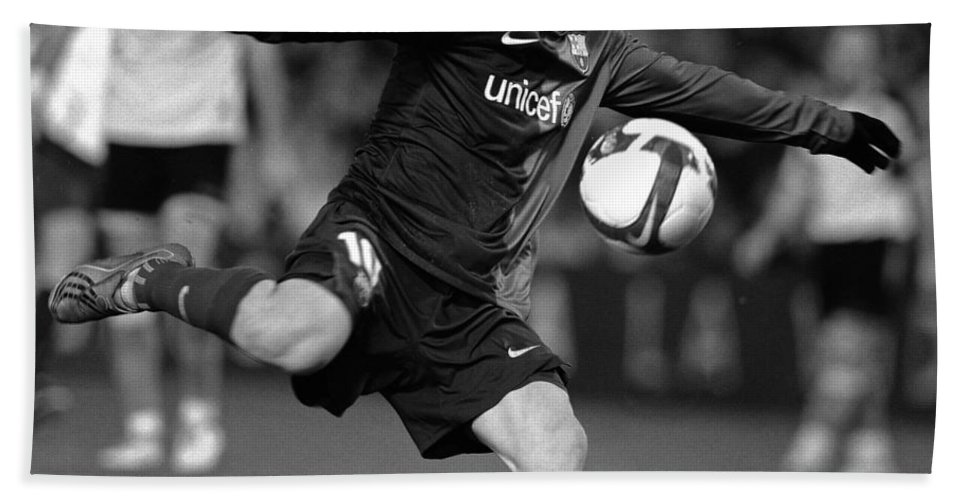 Horizontal Beach Towel featuring the photograph Lionel Messi 2 by Rafa Rivas