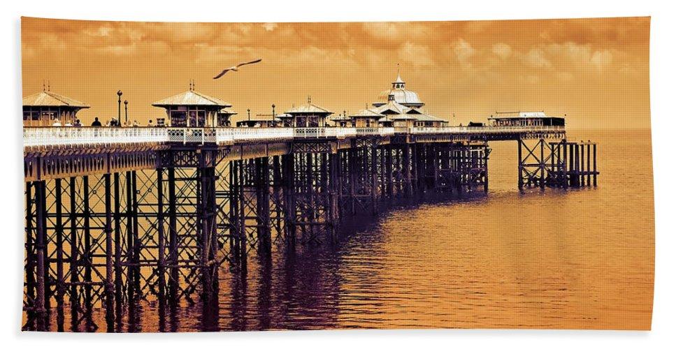 Llandudno Beach Sheet featuring the photograph Llandudno Pier North Wales Uk by Mal Bray