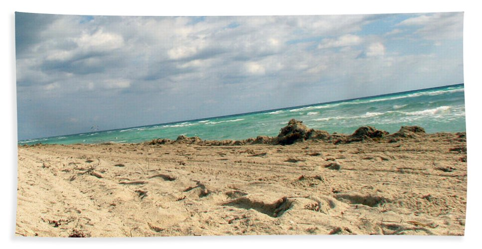 Miami Beach Sheet featuring the photograph Miami Beach by Amanda Barcon