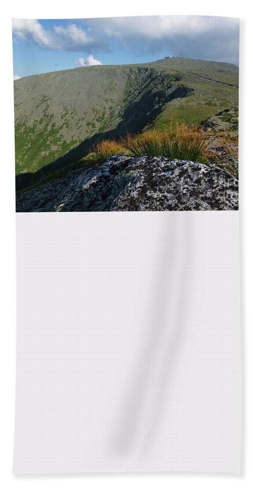 White Mountains Beach Towel featuring the photograph Mount Washington New Hampshire Usa by Erin Paul Donovan