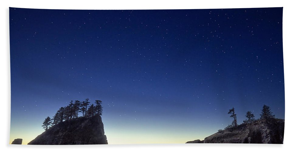 Landscape Beach Towel featuring the photograph A Night For Stargazing by William Freebilly photography
